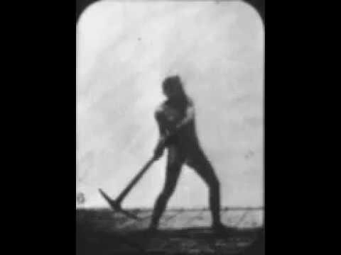 Foto de CRÍTICA: Athlete Swinging a Pick (1881)
