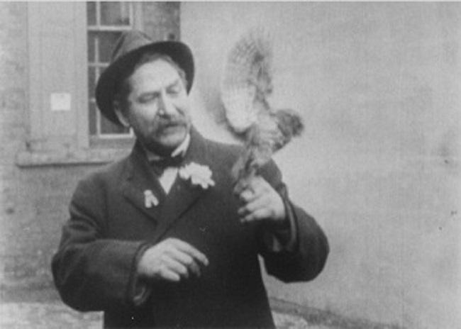 Foto de Fred Ott Holding a Bird (1894)