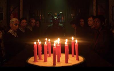 Foto de Você Está Convidado para um Aniversário de Magia Negra no Trailer de O MUNDO SOMBRIO DE SABRINA